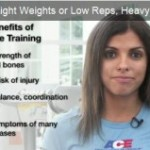 Light weight and high reps or heavy weight and low reps to make muscle? (video)